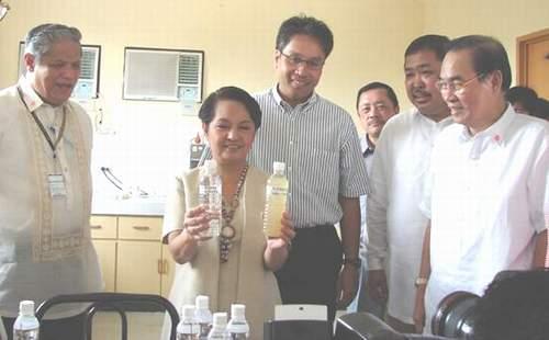 Pres. Gloria Macapaga Arroryo with Sen. Mar Roxas and Capiz 1st District Congressman Antonio Del Rosario