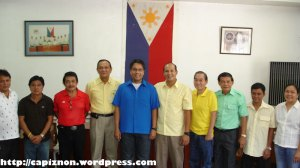 Capiz politicians with Liberal Party leader Sen. Mar Roxas after the 2007 Election
